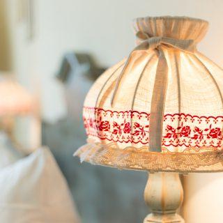 Tassilo Hotelzimmer Lampe
